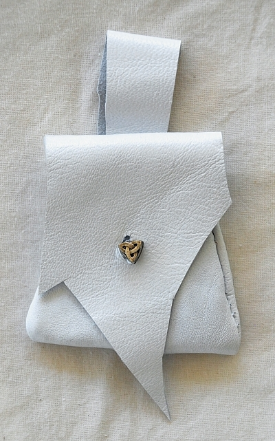 Little Triskele White Lambskin Leather Pouch
